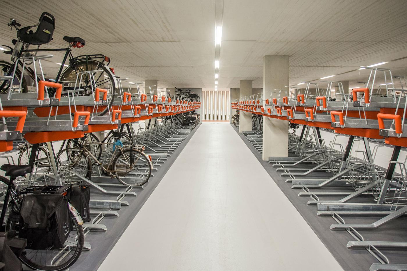 Verwijderen foutgeparkeerde fietsen